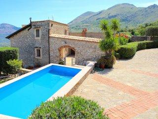 Romantic 1 bedroom Villa in Montelepre - Montelepre vacation rentals