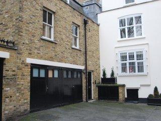 Stylish, 4 bedroom, 3.5 bathroom, Zone 1, home. - London vacation rentals