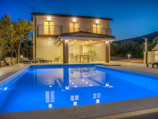 BRAND NEW Intimate Villa with Pool in Forest 3km from Sea - Marina vacation rentals
