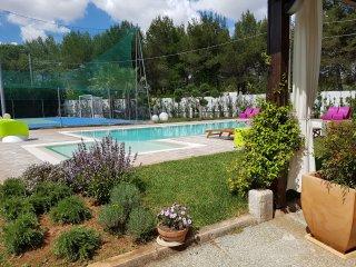 Salento elegante e luminosa  Villa con 6+2 posti, pool, tennis, wi fi, a/c,PS4 - Galatina vacation rentals