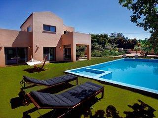 Stylish Pool Villa Litsarda Princess, Surrounded by Rich Green Flora - Greece vacation rentals