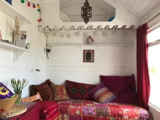 2 bedroom Beach hut with Internet Access in Saint Erth Praze - Saint Erth Praze vacation rentals