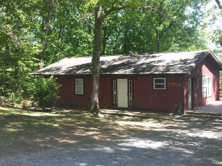 Perfect 3 bedroom Luray Cabin with Deck - Luray vacation rentals