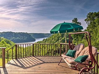 New! 4BR Dale Hollow Lake Cabin w/ Creek Views! - Monroe vacation rentals