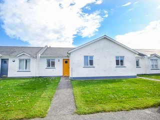 19 ST HELENS BAY DRIVE, ground floor, easy access to beach and amenities, in - Rosslare vacation rentals