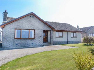 5 GOLFVIEW DRIVE, king-size, coastal town, in Buckie, Ref 951169 - Buckie vacation rentals