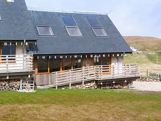 SKIPAFLOTTA, two bedroom, remote, wood-burning stove, local beaches, loch, near - Oldshoremore vacation rentals