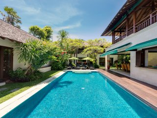 Luxury, secure 4 bedroom close to Oberoi and beach - Seminyak vacation rentals