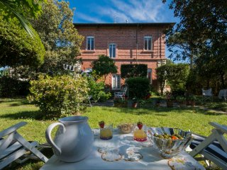 Charming 4 bedroom Vacation Rental in Marina Di Pietrasanta - Marina Di Pietrasanta vacation rentals