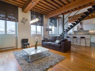Loft Croix Rousse - Location T3 - Lyon 4 - Caluire et Cuire vacation rentals