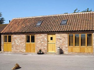 GINNY'S BARN, family-friendly, character holiday cottage, with a garden - Markham Moor vacation rentals
