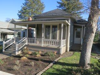 '1900' House ~ Downtown Ashland - Near Oregon Shakespeare Festival ~ Sleeps 8 - Ashland vacation rentals