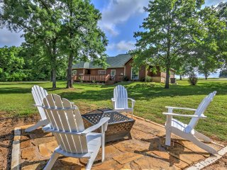 New! Lakefront 4BR Kerens Home w/Deck & Hot Tub! - Kerens vacation rentals
