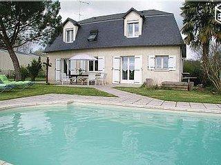 Grande maison avec piscine privée - Varetz vacation rentals