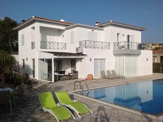 Stunning 4 Bed Villa with stunning views - Tala vacation rentals