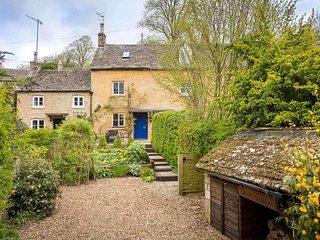 Dove Cottage is a beautiful, stylish cottage, tucked away in Naunton - Naunton vacation rentals