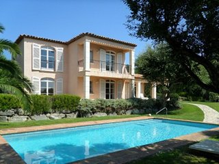 Wonderful four bed Villa with Pool in the sought after Parc de Beauvallon. - Port Grimaud vacation rentals