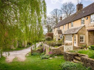 Willow Cottage is a stunning luxury cottage, built from Cotswold stone - Northleach vacation rentals