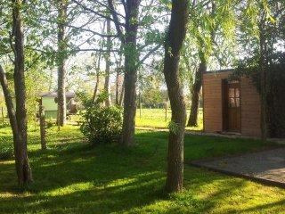 Cabane sous les arbres au coeur du Perche, piscine couverte, chauffée, terrasse - Longny-au-Perche vacation rentals