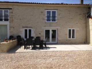 Gemini. New for 2017. 4 bedroom Gite reduced from £1200 to £850  w/c 12/08 - Doeuil sur le Mignon vacation rentals