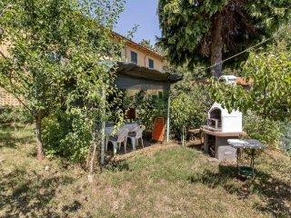 Soggiorno nell'Appennino con ampio giardino privato - San Marcello Pistoiese vacation rentals