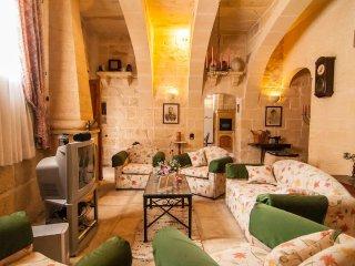 Ta Gerita Farmhouse Xewkija Gozo 3 Bedrooms & sleeps 9 people - Xewkija vacation rentals