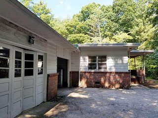 3BD 2BA RANCH / TRYON Equestrian Center 10 mins - Columbus vacation rentals