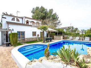 Lovely villa in Castellet for 9 guests, only 8 minutes to the beach - Castellet i la Gornal vacation rentals