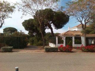 Villa avec piscine, 850m de la plage, environnement boisé - El Portil vacation rentals
