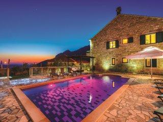 TH03505 Villa Pave / Six Bedrooms H1 - Dubravka vacation rentals