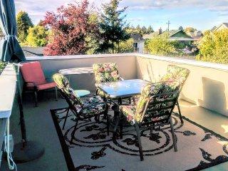 Oak Bay Gem 1BD + Den/1BA - Victoria vacation rentals