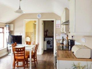 NO 2 BATH TERRACE, open living plan, close to coast, Ref 957977 - Moville vacation rentals