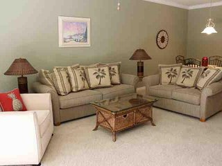 Beautifully Furnished 2 Bedroom Colonial Condominium - Fort Myers vacation rentals