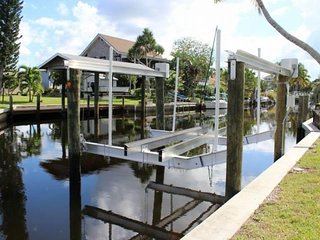 Canal Front Bokeelia Fishing Bungalow with New Boat Lift - Bokeelia vacation rentals
