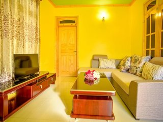 Bright 4 bedroom Guest house in Ukulhas with Internet Access - Ukulhas vacation rentals