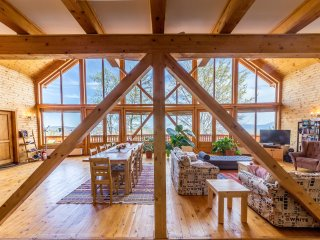 Comfortable 4 bedroom Bran Chalet with Deck - Bran vacation rentals