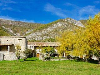 Le Hameau des Liesses Chambres d'hôtes - Chateauneuf-Miravail vacation rentals