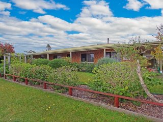 96 Ainslie Parade Perfect for the Family - Tomakin vacation rentals