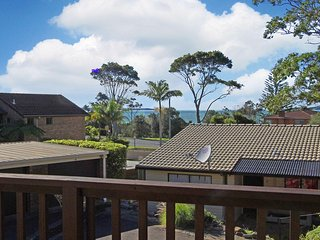 14/12 Parker Avenue Convenient Complex - Batehaven vacation rentals