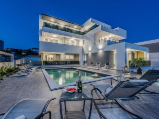 Villa Magnifica, luxury penthouse for 8 people - Novalja vacation rentals