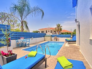 Bright Villa with Deck and Satellite Or Cable TV - Deryneia vacation rentals