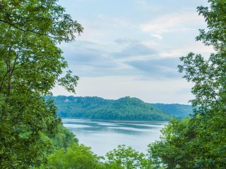 NEW! Lakefront 2BR Chalet on Center Hill Lake w/Deck - Baxter vacation rentals