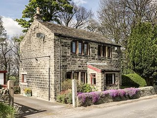 BUTTS COTTAGE, romantic, stone-built, off road parking, gardens, Farnley Tyas - Farnley Tyas vacation rentals