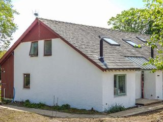 YEW, detached, woodburner, hot tub, nr Bowness-on-Windermere, Ref 942516 - Bowness-on-Windermere vacation rentals