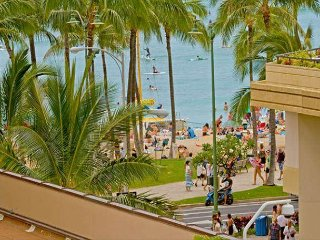 The Seashore Studio on the 6 floor, in the heart of Waikiki with ocean view. - Honolulu vacation rentals