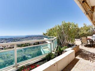 Grand appartement sur toit-terrasse vue mer à Nice - Saint-Laurent du Var vacation rentals