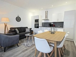 Quiet entirely renovated 2 bedrooms 2 bathrooms apartment in city center. - Lille vacation rentals