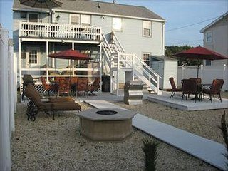 Beach Block Second Floor Unit 3BDRMS Huge Yard Walk to Shops/Dining/Attractions - Beach Haven vacation rentals
