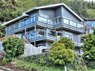 Harmony at the Beach. Gorgeous Ocean & Bay Views! Bring your Dog! - Yachats vacation rentals