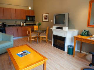 Harrison Hot Springs Harrison Beach Hotel Junior Suite (Mountain View) - Harrison Hot Springs vacation rentals
